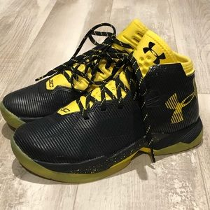 Under Armour 3C Youth sz 6